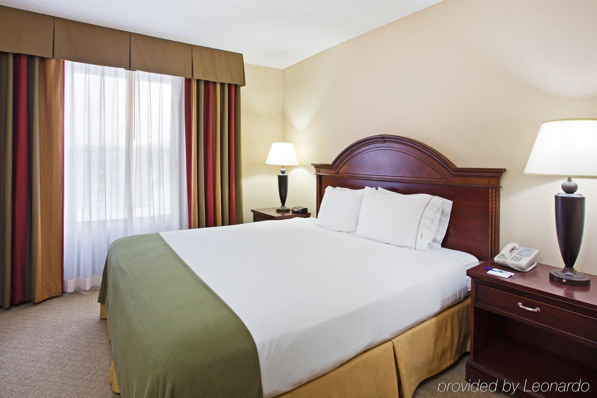 HOLIDAY INN EXPRESS AND SUITES, PIGEON FORGE ***